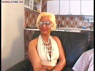 Reife Trans-Mamas