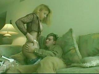 Blonde Transe genießt harten Schwanz