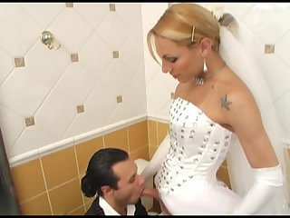 Milena fickt im Badezimmer