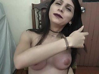 Trap Luna zeigt Titten