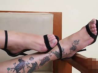 Ms Cristine zeigt ihre sexy Füße