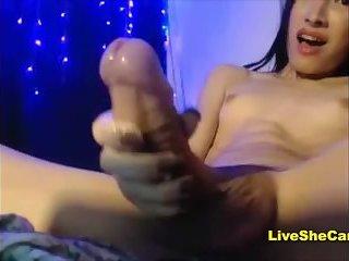 Süßes Teen Transgirl großer Schwanz und geiler Cumshot