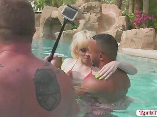 Hot and gorgeous shemale babes enjoys group sex by the pool