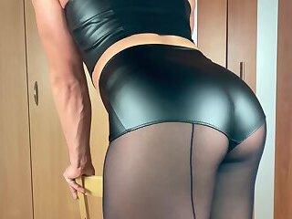 Sexy crossdresser April Pantyhose plays her dildo and c